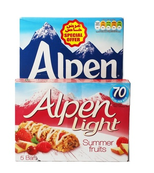 Alpen Muesli Cereal No Added Sugar 560g + Alpen Bars Strawberry and Yoghurt 5X29g